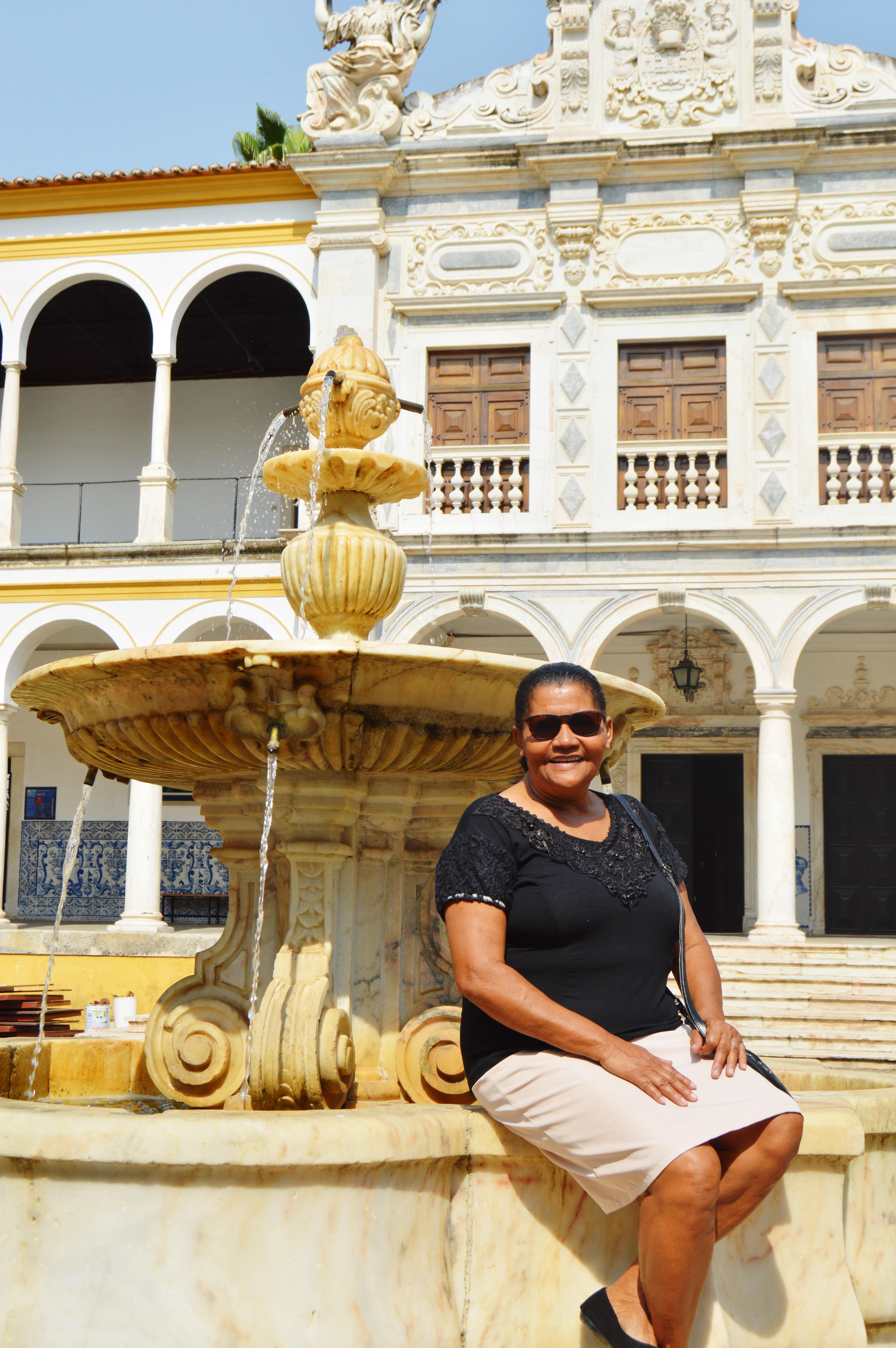 Mesmo sem saber ler, esta mãe foi visitar filho em Portugal e recebeu lindo presente 8