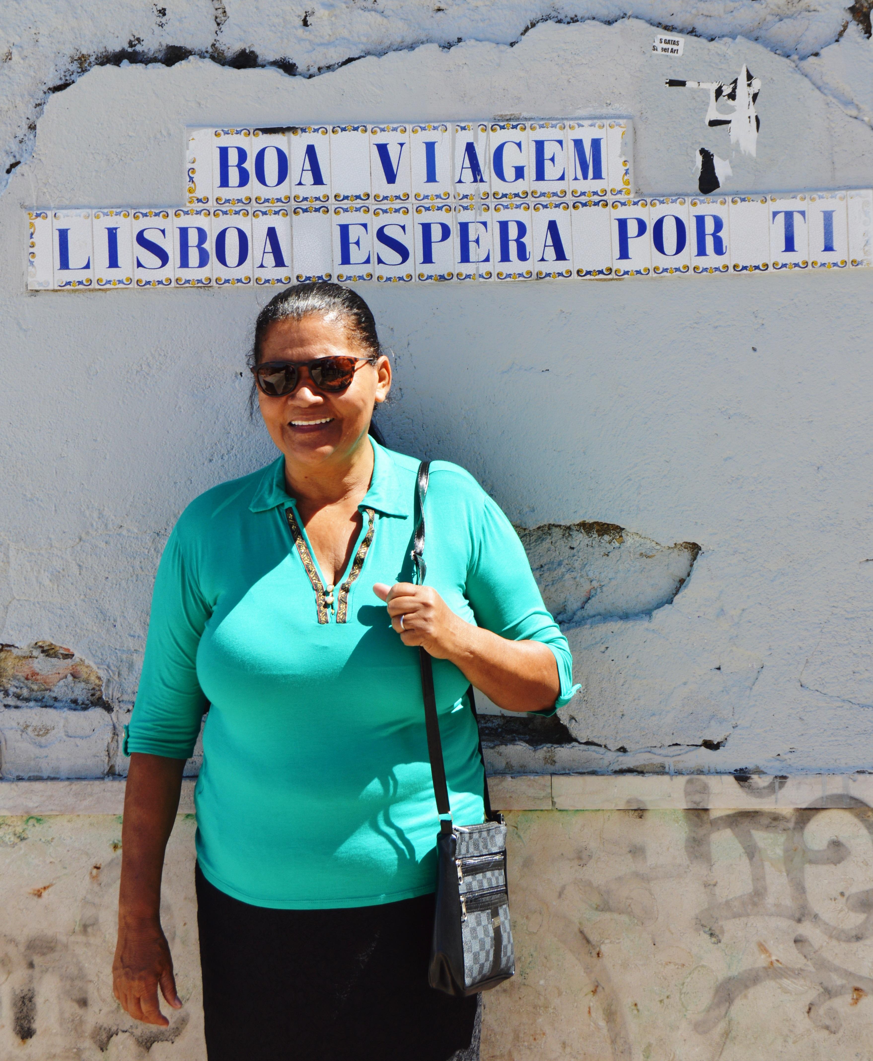 Mesmo sem saber ler, esta mãe foi visitar filho em Portugal e recebeu lindo presente 6