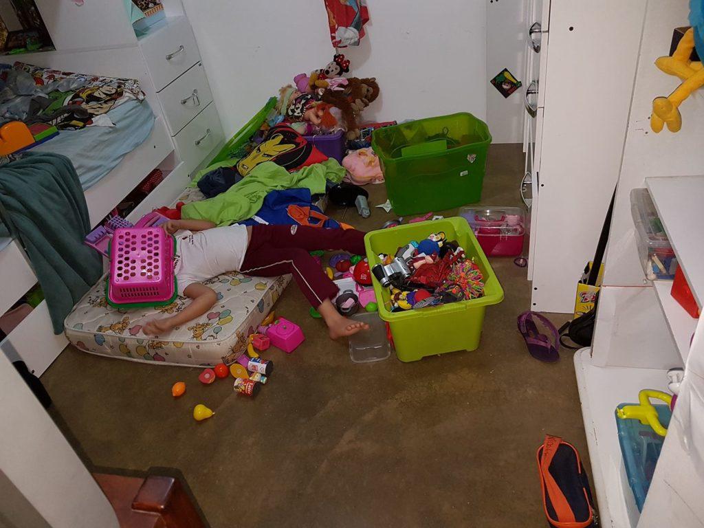"""Fotos hilárias mostram o que acontece quando você deixa uma criança sozinha por """"1 segundo"""" 2"""