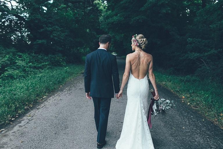 Homem se casa com a mulher que não o deixou se suicidar há 10 anos 2