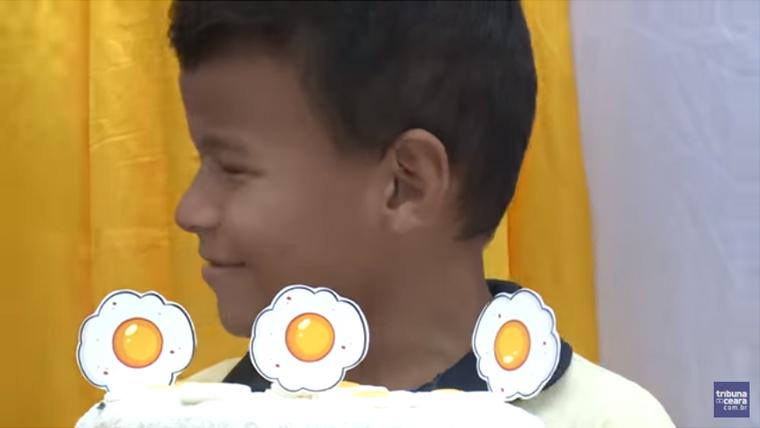 """Com ajuda de vizinhos, garoto cearense ganha festa com tema """"Pão com ovo"""" 3"""
