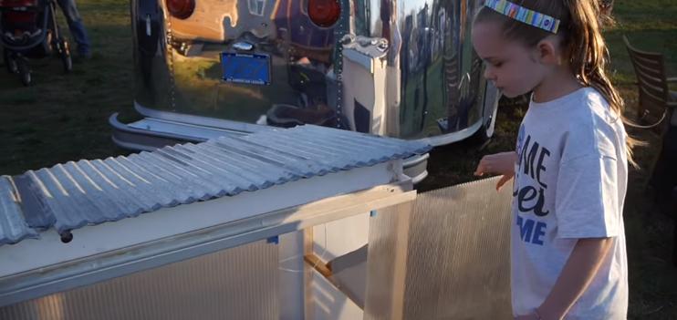 Menina de 10 anos constrói abrigo com energia solar para sem-teto com apenas 32 reais 3