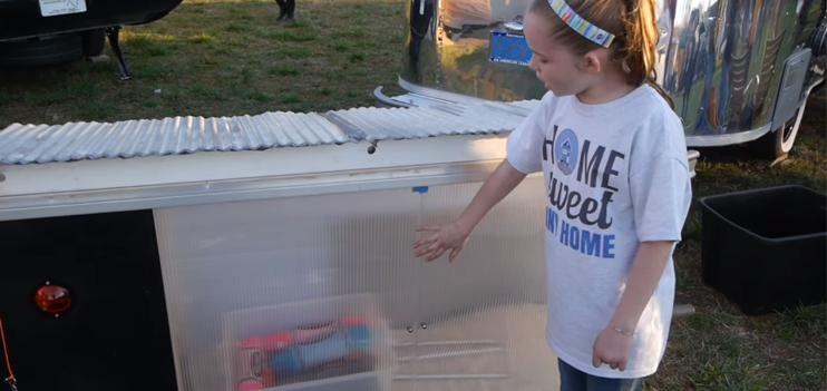 Menina de 10 anos constrói abrigo com energia solar para sem-teto com apenas 32 reais 1