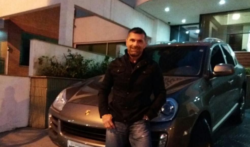 Jovem bate em Porsche e deixa bilhete com telefone e pedido de desculpas em Florianópolis 2