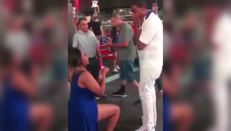 mulher pedido casamento