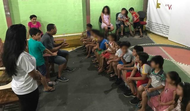 Menino de 8 anos realiza sessões de cinema gratuitas para crianças carentes no Acre 1