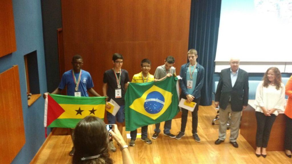 Brasileiros ganham a Olimpíada Internacional de Matemática 2