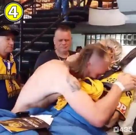 Senhor holandês vai às lágrimas com camisa e autógrafo de atleta do seu time 3