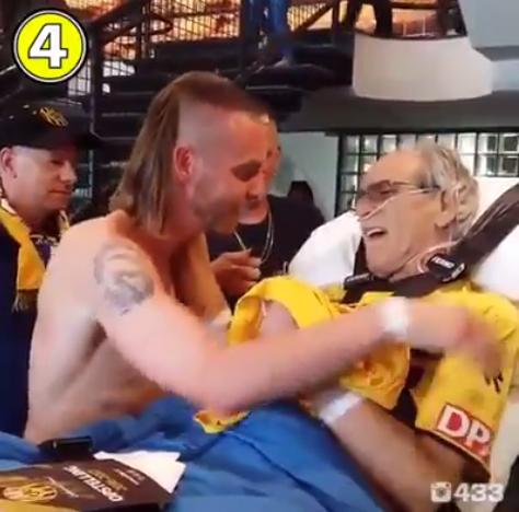 Senhor holandês vai às lágrimas com camisa e autógrafo de atleta do seu time 1