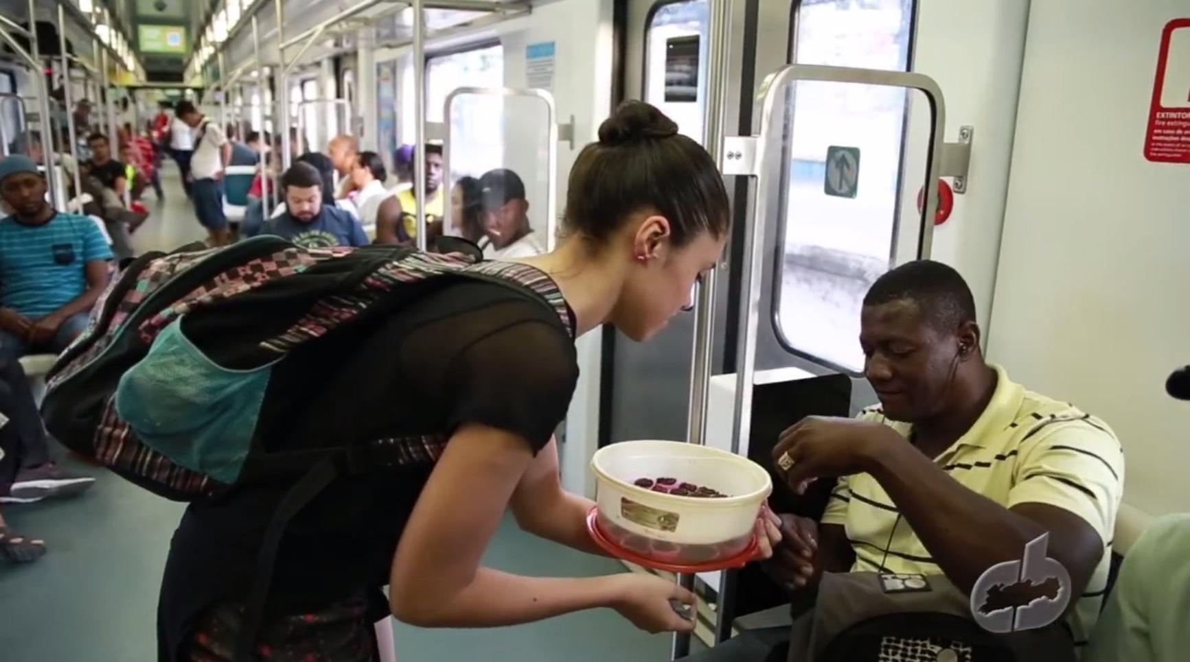 Bailarina vende brigadeiros no trem para custear viagem internacional 1