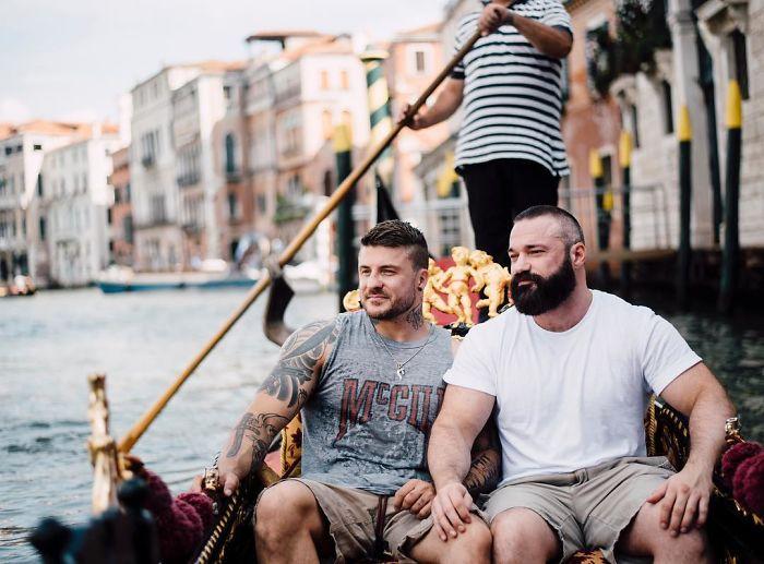 Saltador olímpico é pedido em casamento em Veneza e as fotos são apaixonantes 2