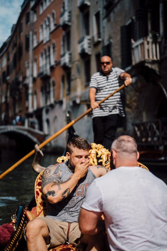 Saltador olímpico é pedido em casamento em Veneza e as fotos são apaixonantes 1