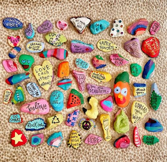 Brasileiro com Síndrome de Aspergers espalha positividade pelo mundo com pedras cheias de amor 4