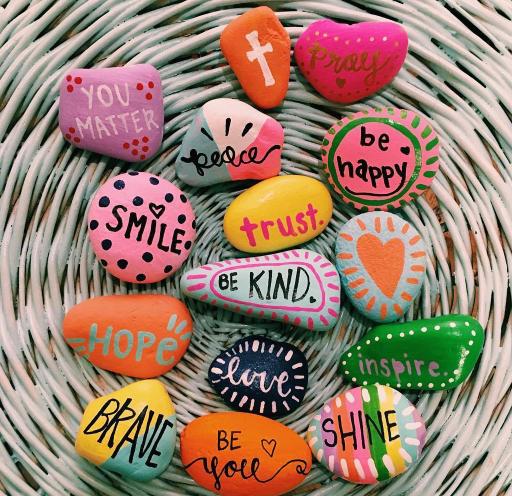 Brasileiro com Síndrome de Aspergers espalha positividade pelo mundo com pedras cheias de amor 2