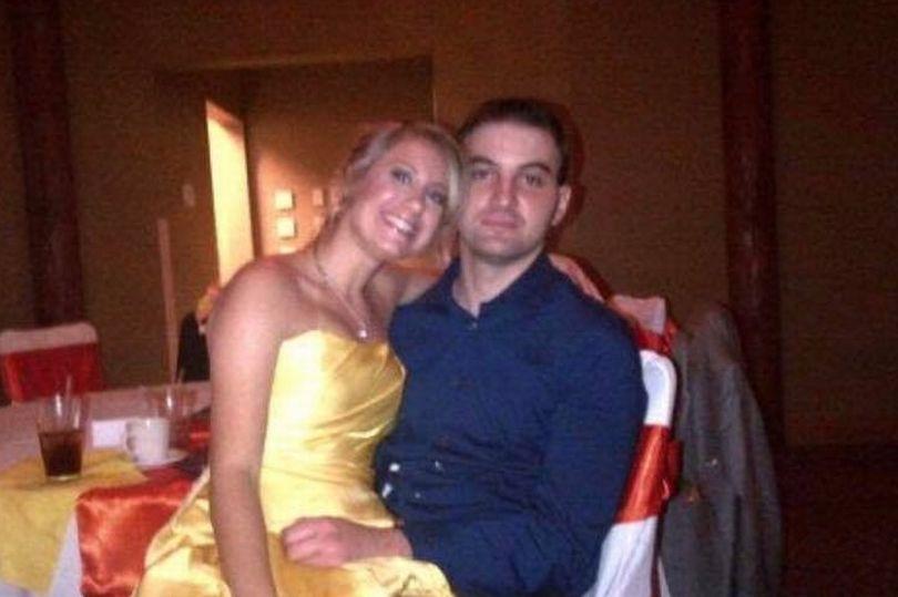 Uma semana após a morte da noiva, viúvo encontra foto dela com o vestido do casamento 1