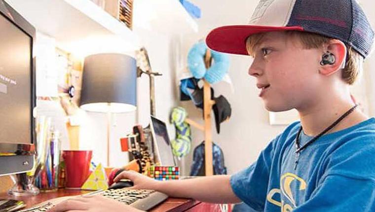 Garoto surdo cria campanha para arrecadar dinheiro para outras crianças surdas 1