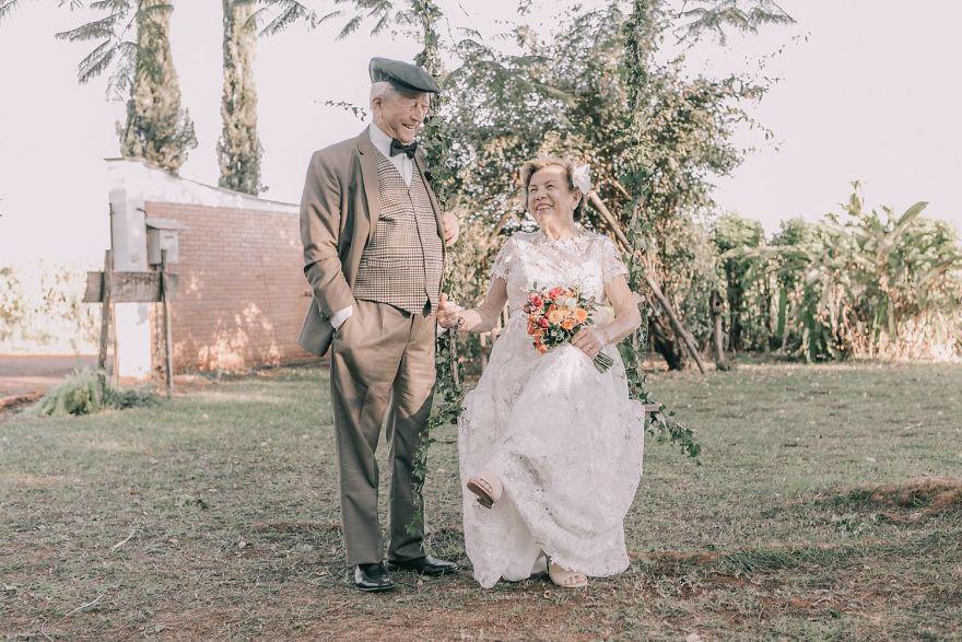 Sessenta anos depois, casal ganha fotos do dia do seu casamento 2