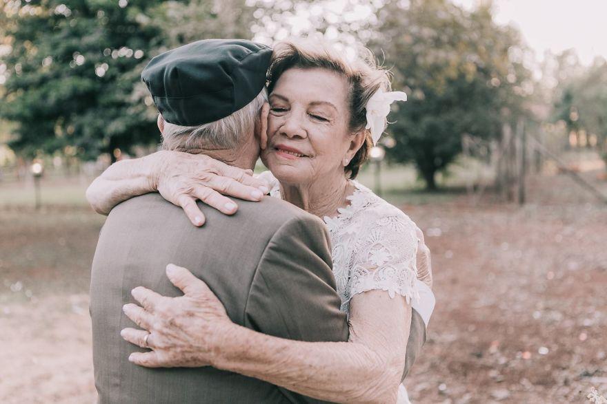 Sessenta anos depois, casal ganha fotos do dia do seu casamento 3