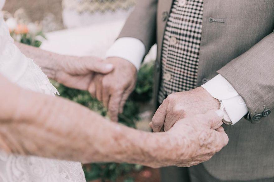 Sessenta anos depois, casal ganha fotos do dia do seu casamento 4
