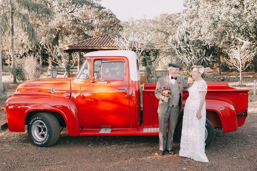 Sessenta anos depois, casal ganha fotos do dia do seu casamento 6