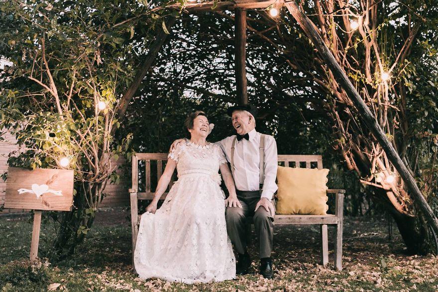 Sessenta anos depois, casal ganha fotos do dia do seu casamento 7