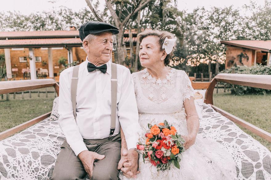 Sessenta anos depois, casal ganha fotos do dia do seu casamento 5
