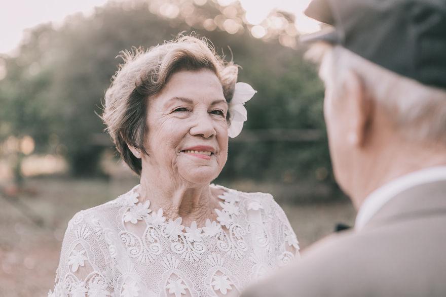 Sessenta anos depois, casal ganha fotos do dia do seu casamento 9
