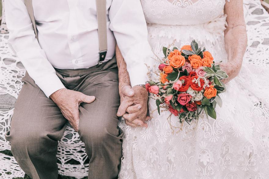 Sessenta anos depois, casal ganha fotos do dia do seu casamento 11