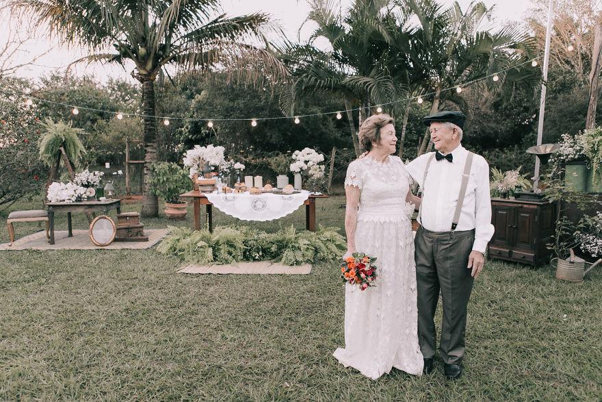 Sessenta anos depois, casal ganha fotos do dia do seu casamento 14