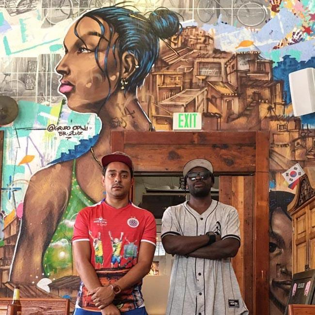 Brasileiros grafitam beijo entre homens negros e geram debate em universidade nos EUA 3