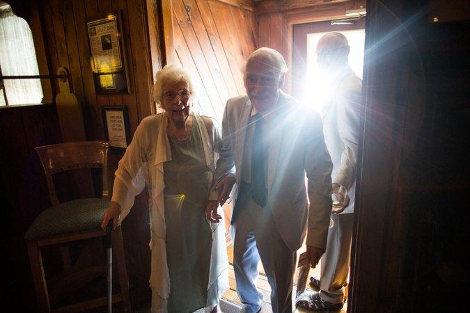 Ele com 94 anos e ela, 98, casaram-se depois de terem se conhecido na academia 1