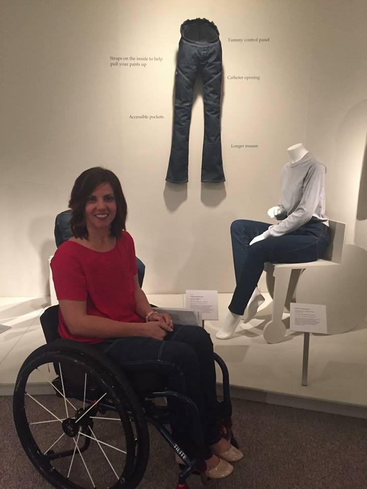 Estilista paraplégica cria jeans para deficientes físicos 8