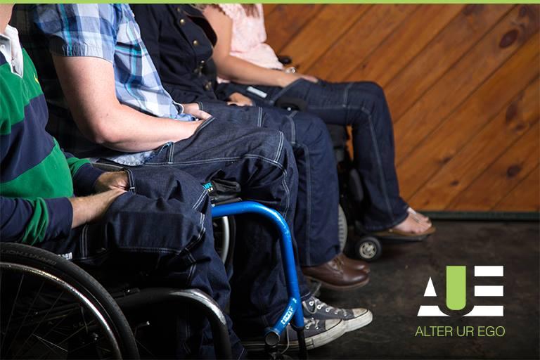 Estilista paraplégica cria jeans para deficientes físicos 3