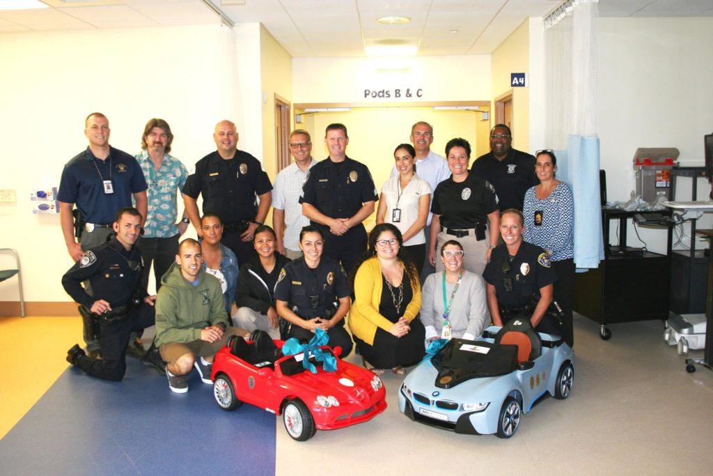 Hospital dos EUA deixa crianças dirigirem carros de brinquedos até a sala de cirurgia 4