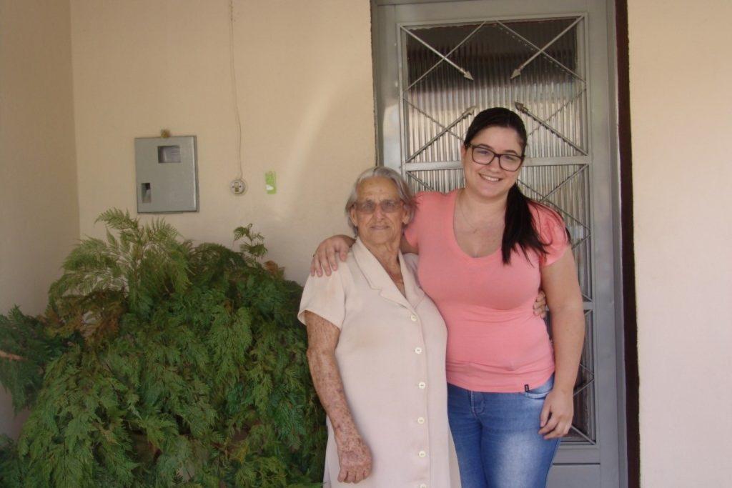 Mulher de 84 anos se dedica inteiramente a leitura e lê um livro por semana 1