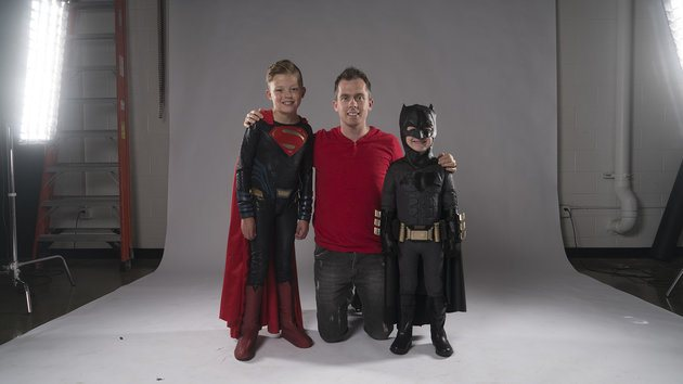 Pai faz ensaio em hospital que transforma crianças em super-heróis 13