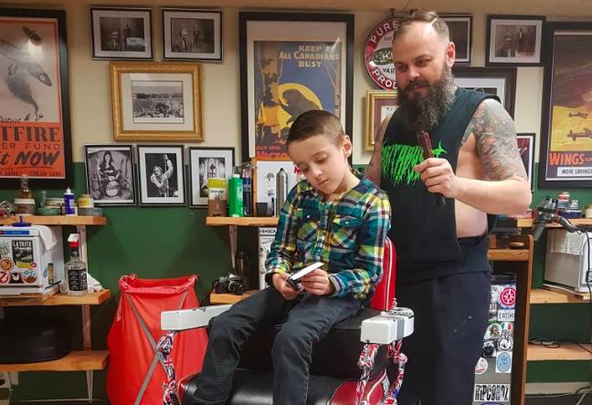 Barbeiro canadense dá atendimento especial para crianças autistas, mostrando o real significado da palavra empatia 5
