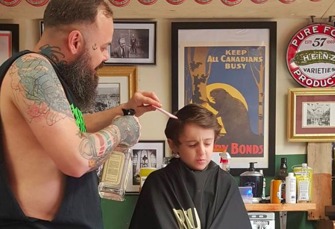 Barbeiro canadense dá atendimento especial para crianças autistas, mostrando o real significado da palavra empatia 7