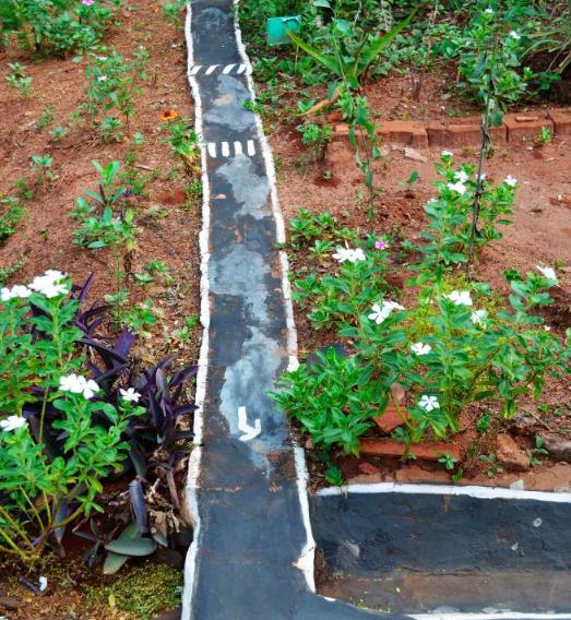 Morador do Paraná transforma jardim em miniatura de trânsito para presentear sobrinhos 6