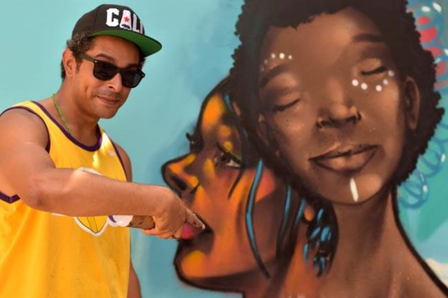 Brasileiros grafitam beijo entre homens negros e geram debate em universidade nos EUA 2