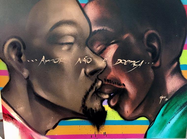 Brasileiros grafitam beijo entre homens negros e geram debate em universidade nos EUA 4