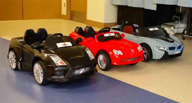 Hospital dos EUA deixa crianças dirigirem carros de brinquedos até a sala de cirurgia 2