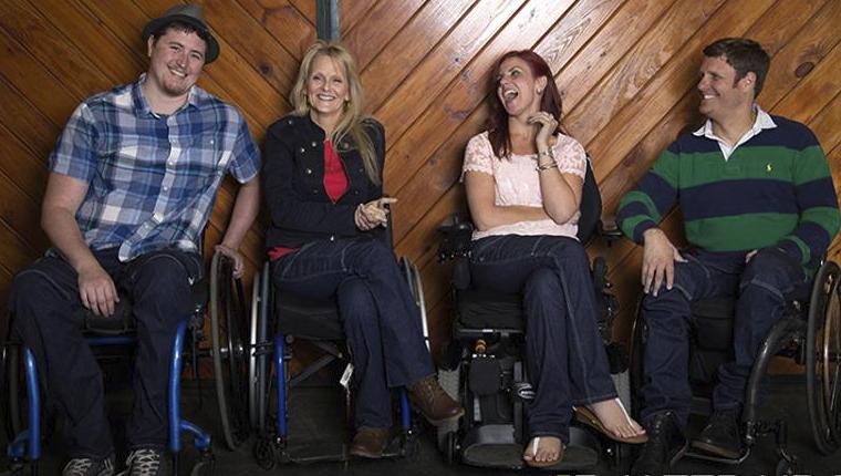 Estilista paraplégica cria jeans para deficientes físicos 10