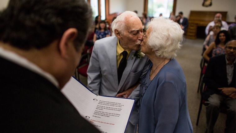 Ele com 94 anos e ela, 98, casaram-se depois de terem se conhecido na academia 8