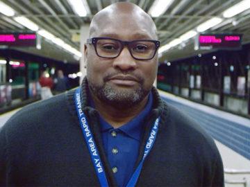 """Funcionário recebe 4 mil passageiros do metrô com um """"oi"""" transformador 5"""