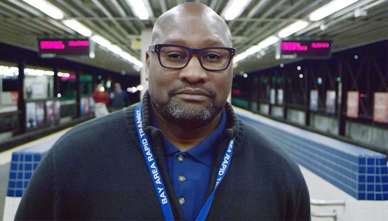 """Funcionário recebe 4 mil passageiros do metrô com um """"oi"""" transformador 1"""