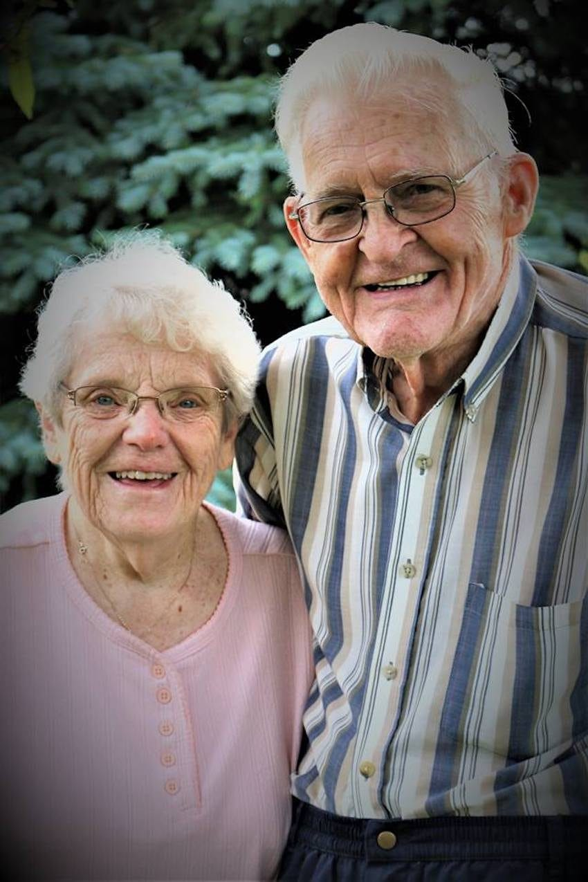 Neta fotografa avós sem que eles soubessem para capturar seu amor atemporal 4