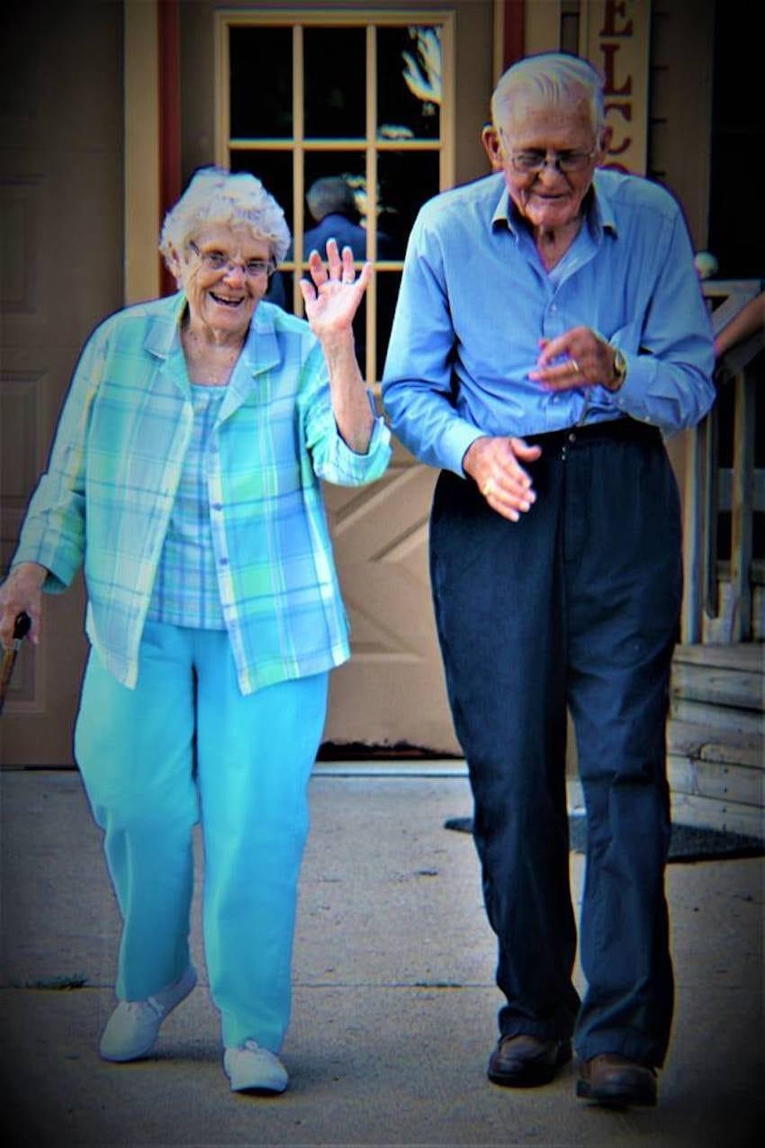 Neta fotografa avós sem que eles soubessem para capturar seu amor atemporal 7