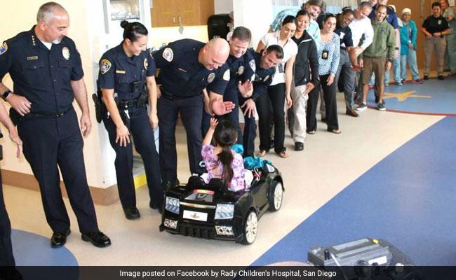 Hospital dos EUA deixa crianças dirigirem carros de brinquedos até a sala de cirurgia 5