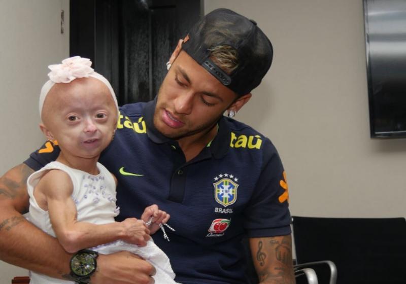 Neymar realiza sonho de garotinha que possui uma doença rara 2